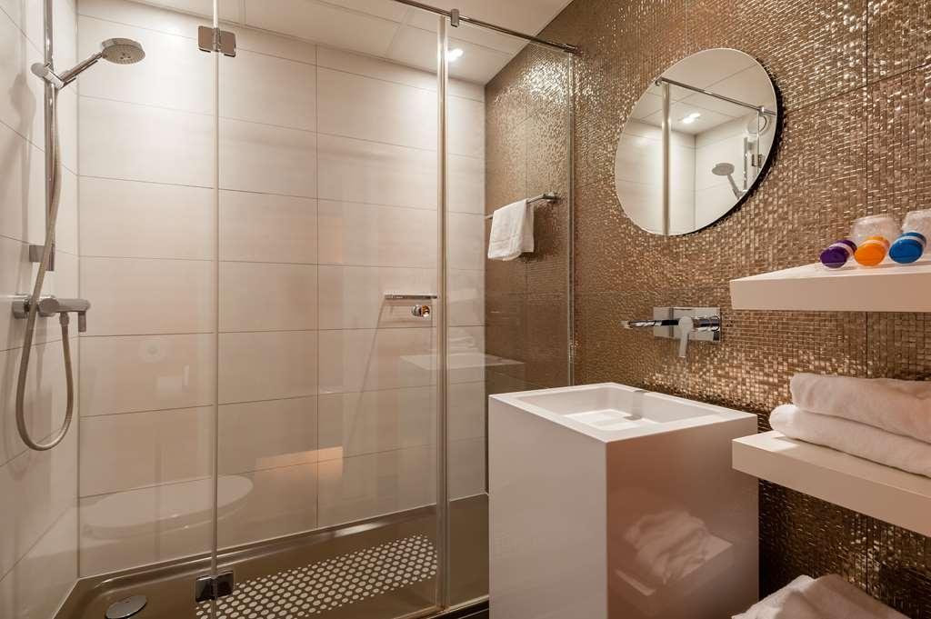 Best Western Plus Rotterdam Airport Hotel - Comfort Room Bathroom