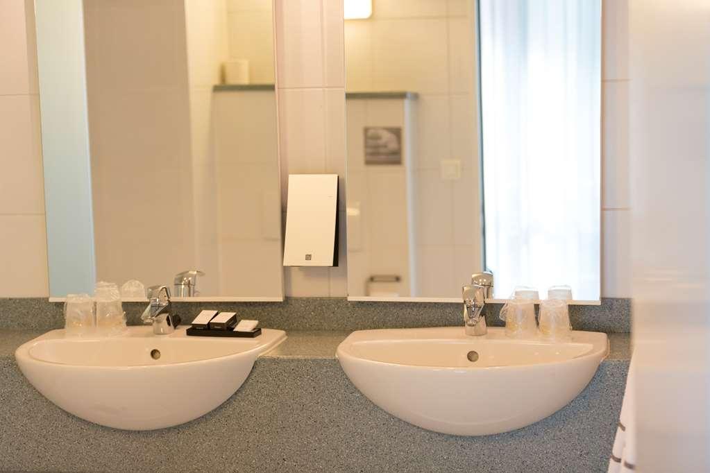 Best Western Hotel Docklands - Bathroom