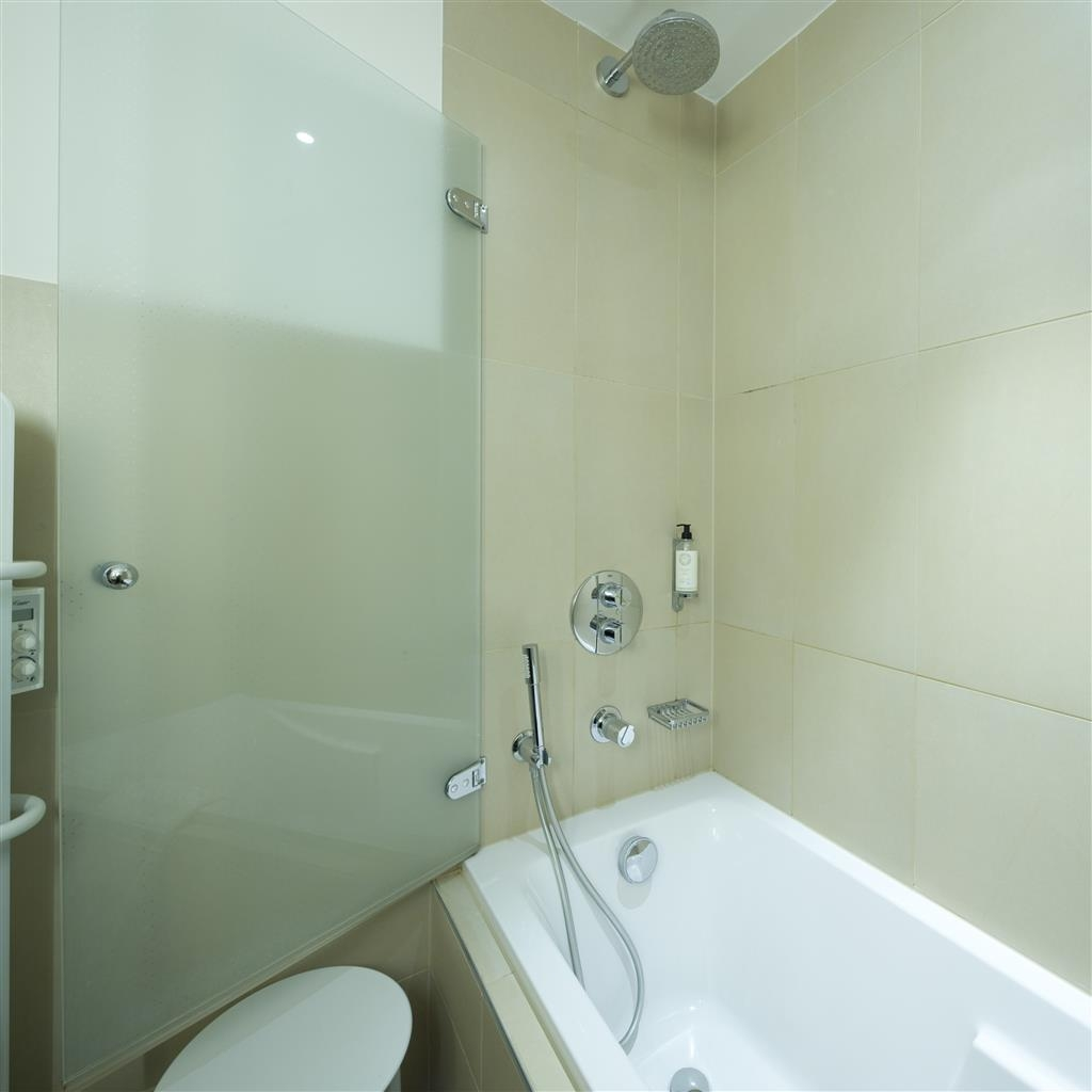 Best Western Grand Hotel Bristol - Guest Bathroom