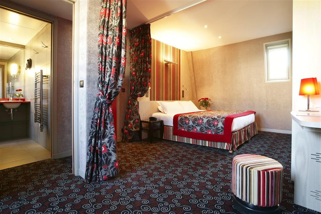 Best Western Jardin De Cluny - Junior Suite with 1 King size bed and 1 sofa bed. Full bathroom with bath and shower separated, toilets separated. Top floor room. A Half bottle of Champagne is complimentary on arrival.