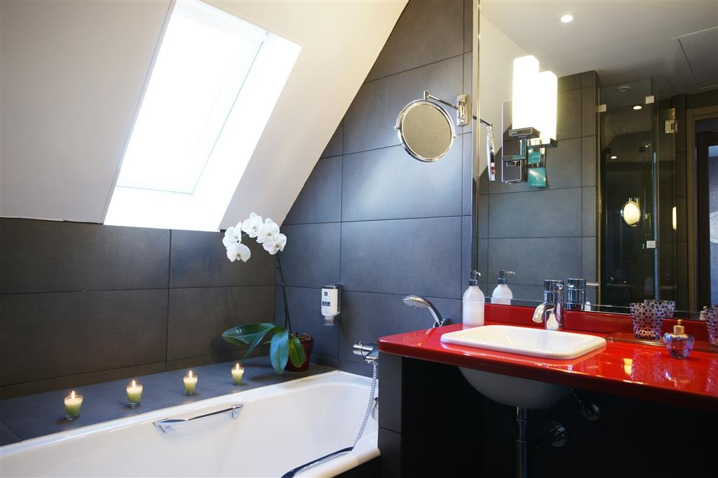 Best Western Jardin De Cluny - Bathroom at day light, with bathtub and shower separated, 2 sinks, and toilets separated. Bathrobes are provided.