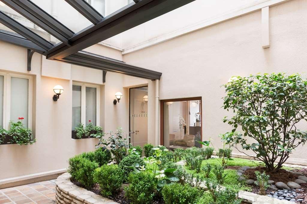 Best Western Jardin De Cluny - Courtyard