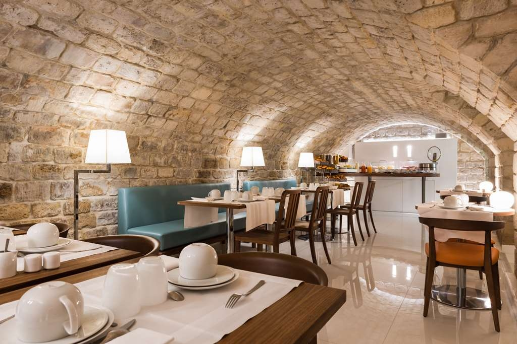 Best Western Jardin De Cluny - Breakfast room, in a vaulted cellar.