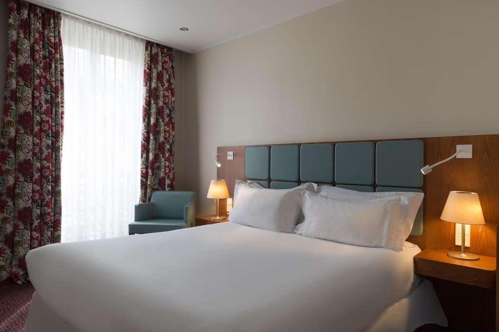 Best Western Jardin De Cluny - Comfort room with 1 Queen size bed, and full bathroom.