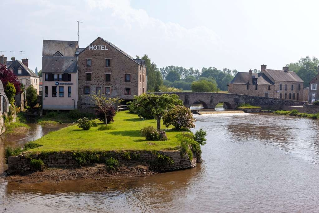 Best Western Le Moulin De Ducey - Facciata dell'albergo