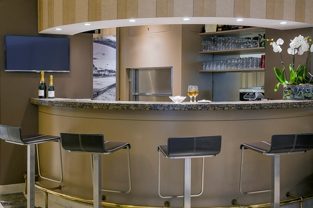 Best Western Au Trocadero - Bar/Lounge