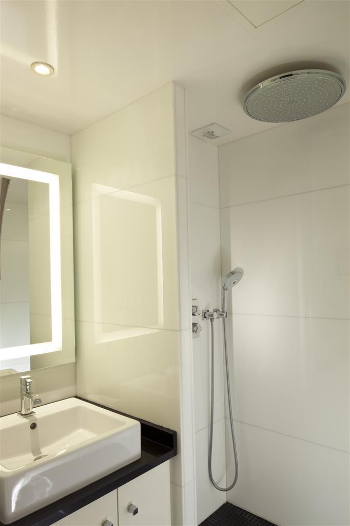 Best Western Bretagne Montparnasse - Salle de bains avec douche à l'italienne chambre supérieure