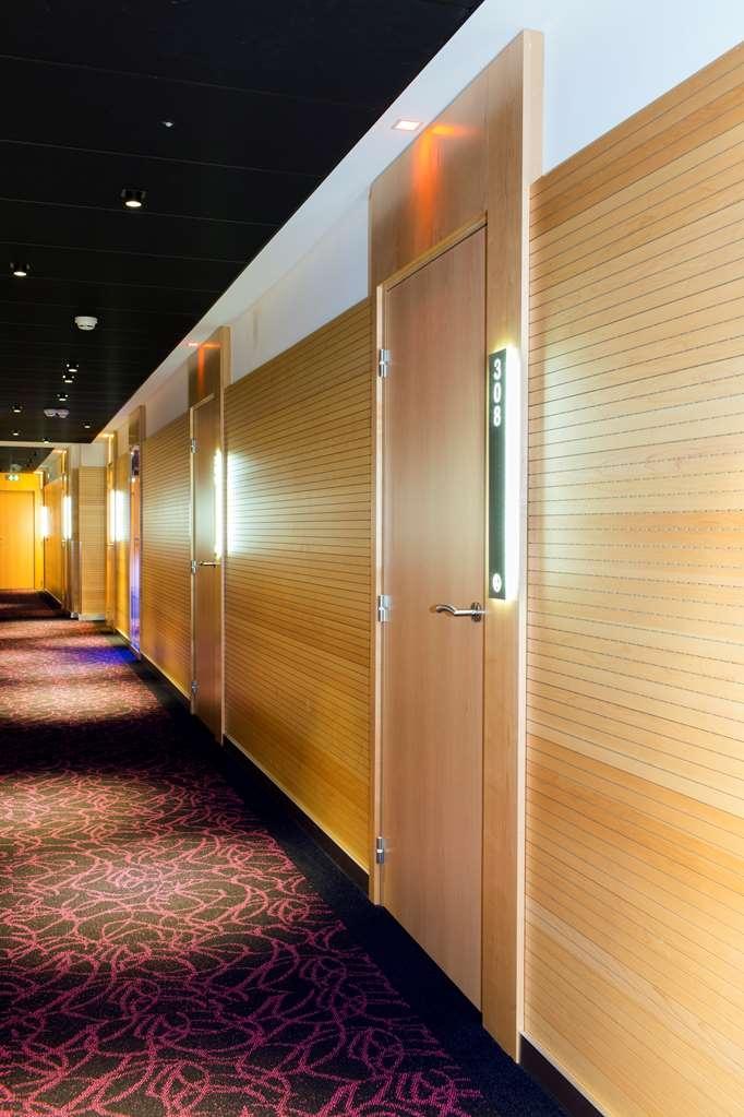 Best Western Plus Monopole Metropole - Interior Corridor