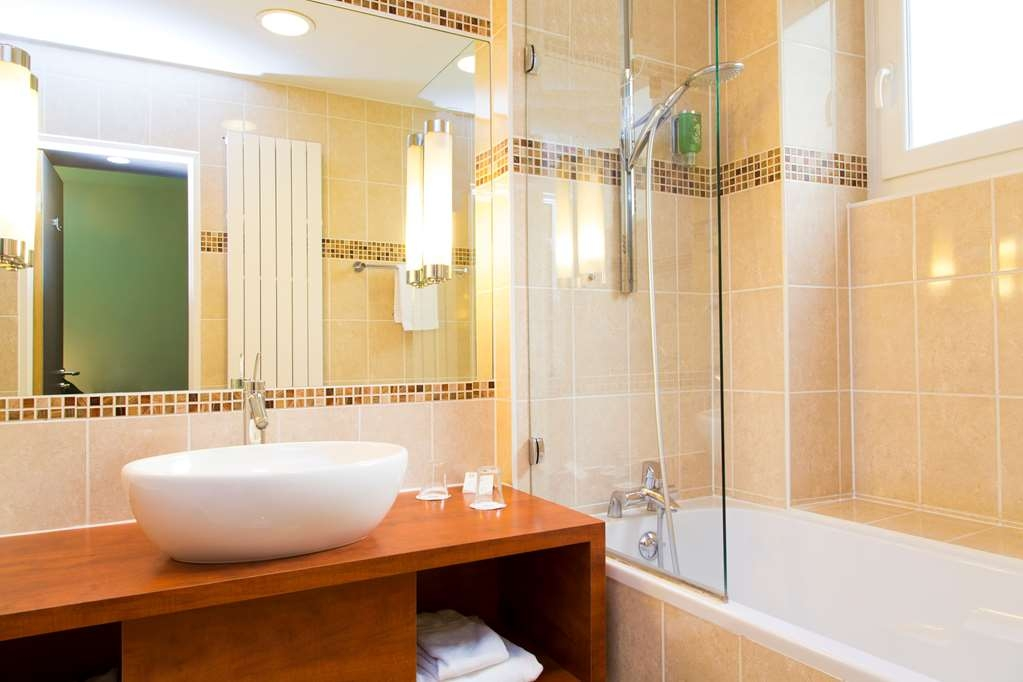 Best Western Plus Monopole Metropole - Comfort Guest Bathroom