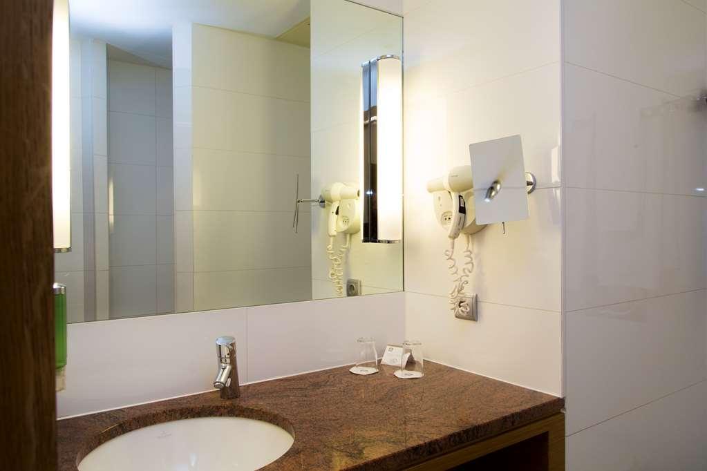 Best Western Plus Monopole Metropole - Deluxe-room Bathroom