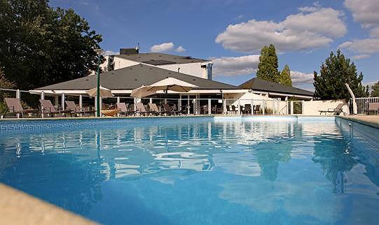 Best Western Le Bois De La Marche - Beheizter Swimmingpool (im Freien)