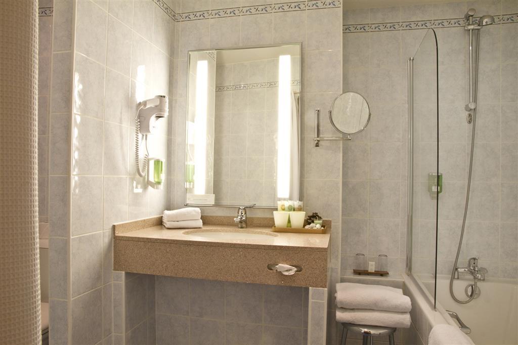 Best Western Toulouse Centre Les Capitouls - Guest Bathroom