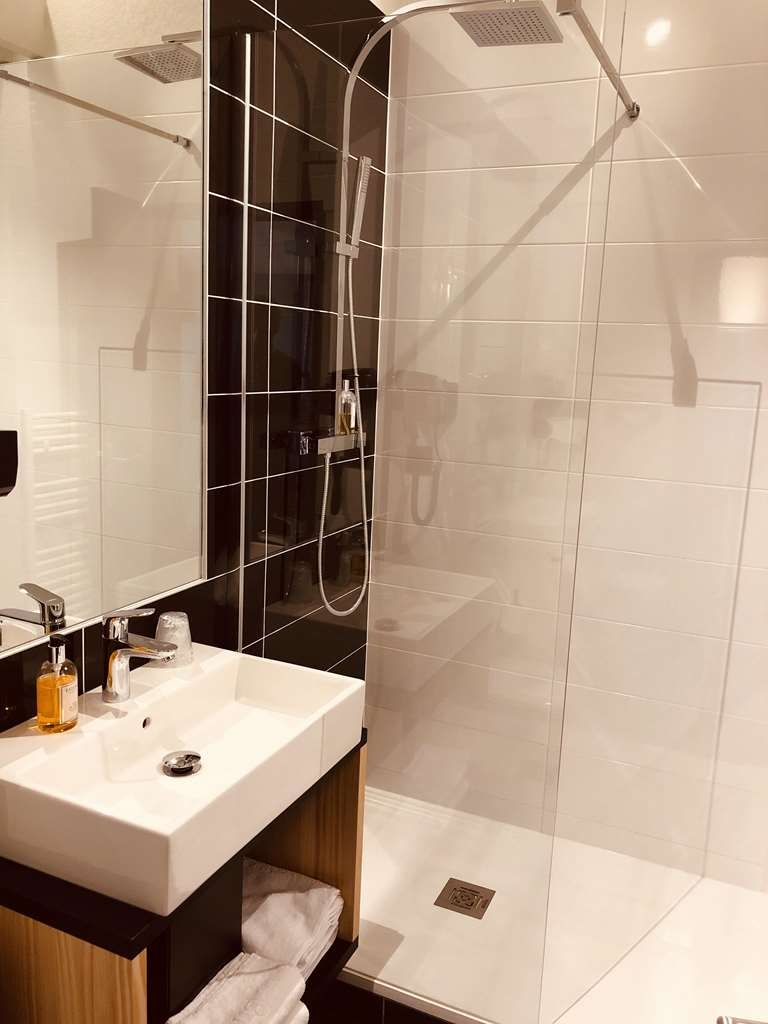 Best Western Bridge Hotel Lyon East - Bathroom