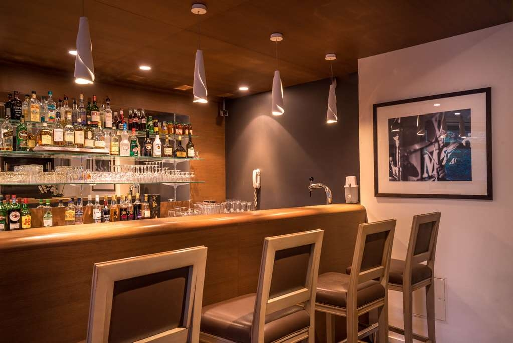 Best Western Plus Hostellerie Du Vallon - Bar / Lounge