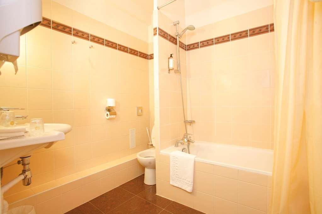 Best Western Hotel Eiffel Cambronne - Guest Bathroom