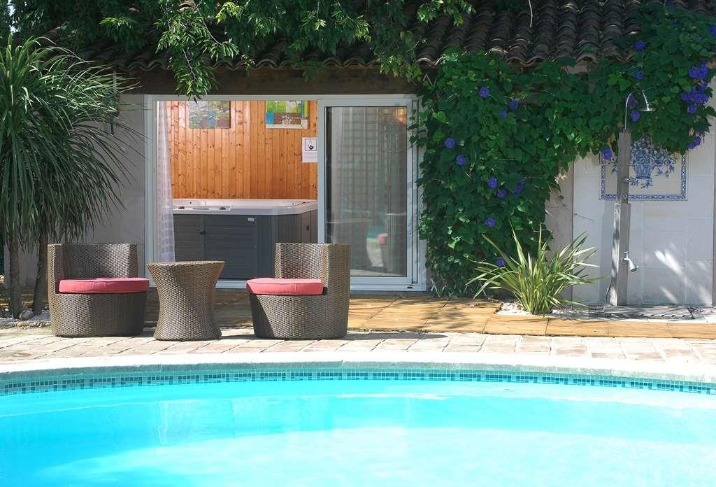 Best Western L'Orangerie - Vue de la piscine