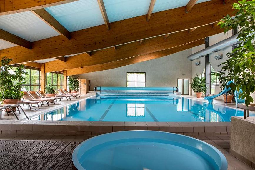 Best Western Le Relais de Laguiole Hotel & Spa - Vista de la piscina