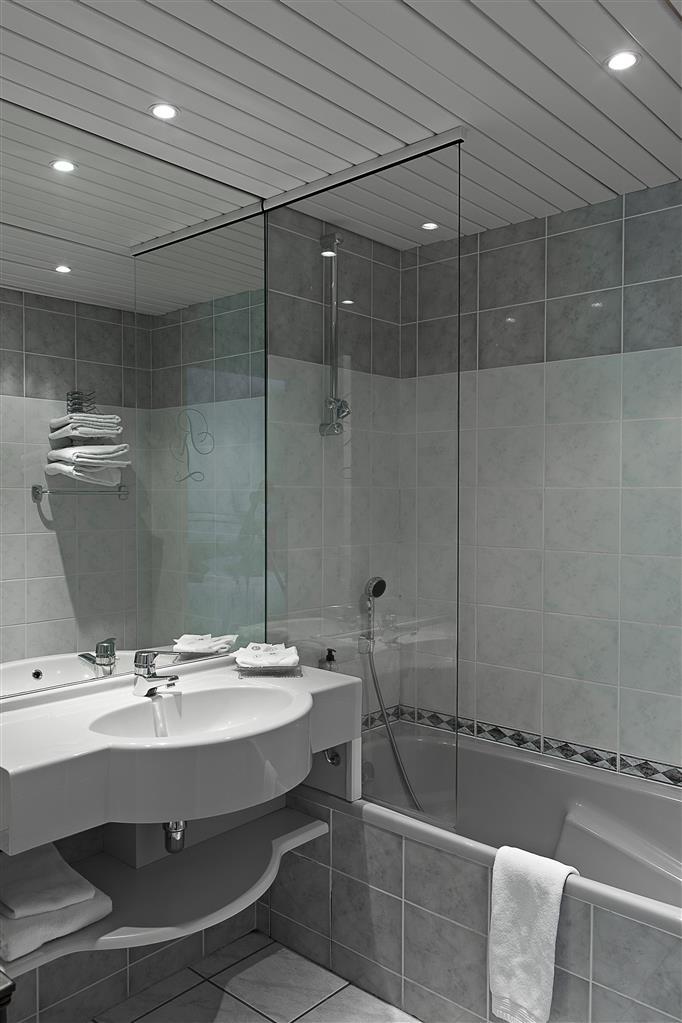Best Western Le Relais de Laguiole Hotel & Spa - Guest Bathroom