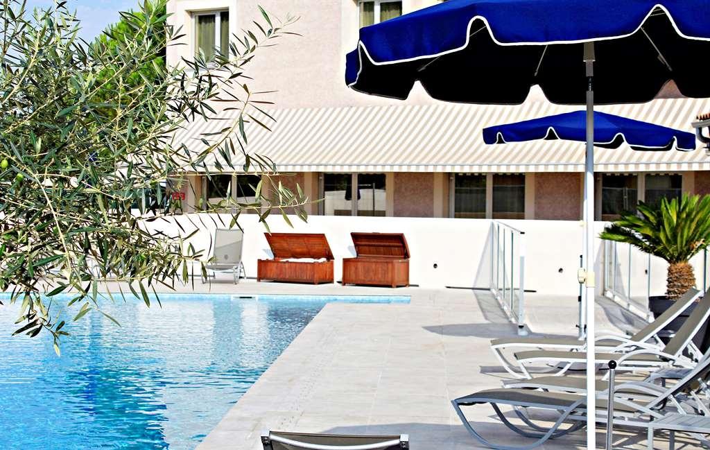 Best Western Marseille Aeroport - Vue de la piscine