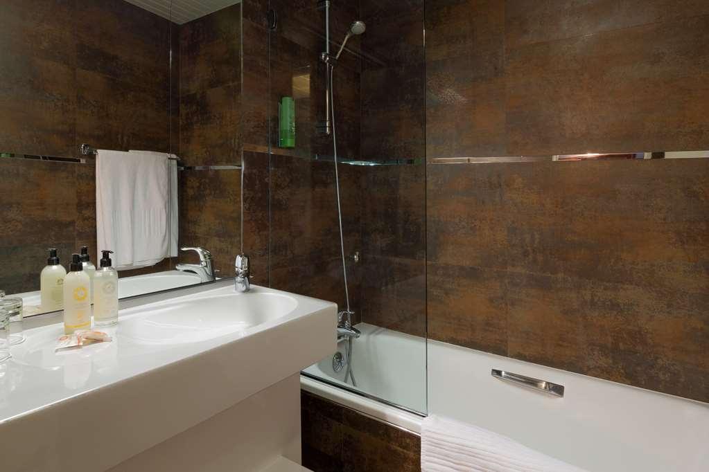 Best Western Plus Le Moderne - Guest Bathroom