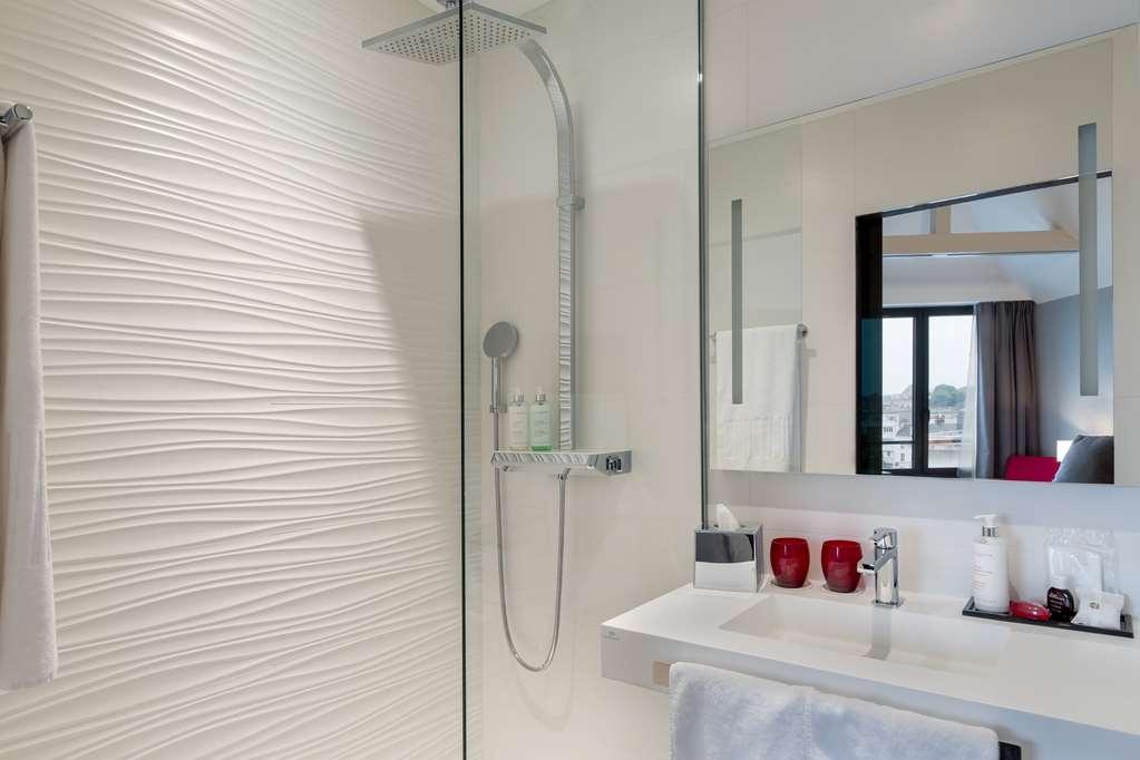 Best Western Plus Le Moderne - Execuive Guest Bathroom