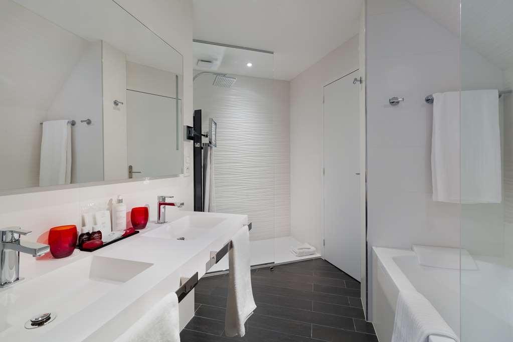 Best Western Plus Le Moderne - Executive Guest Bathroom