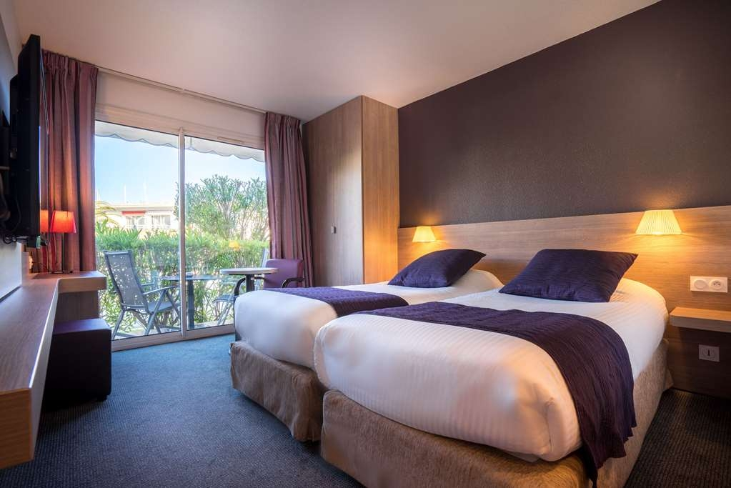 Best Western Plus Hotel La Marina - Comfort Guest Room with 2 beds on the pool side