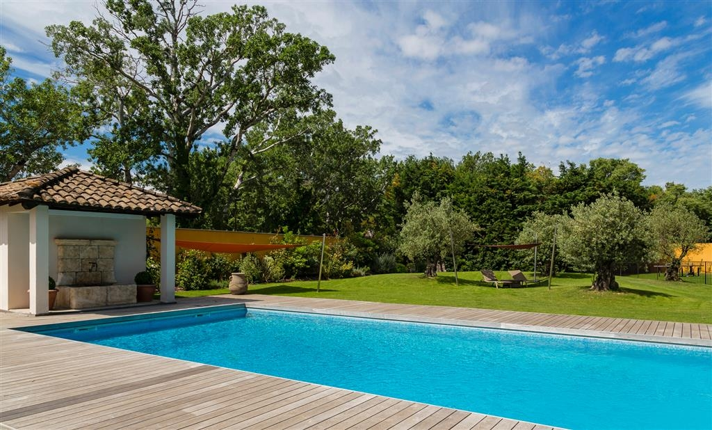 Best Western Plus Le Lavarin - Outdoor Swimming Pool