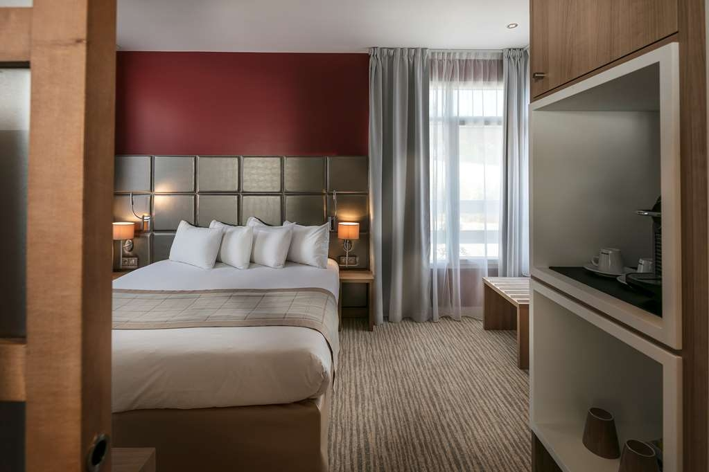 Best Western Plus Le Lavarin - Guest Room