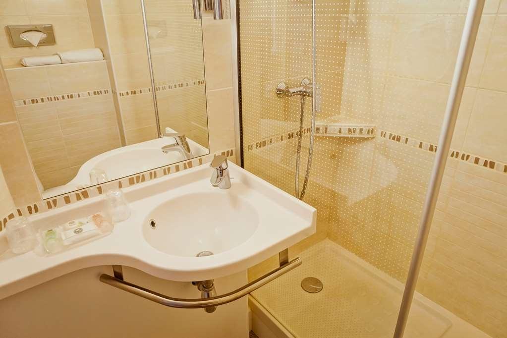 Best Western Crequi Lyon Part Dieu - Guest Bathroom