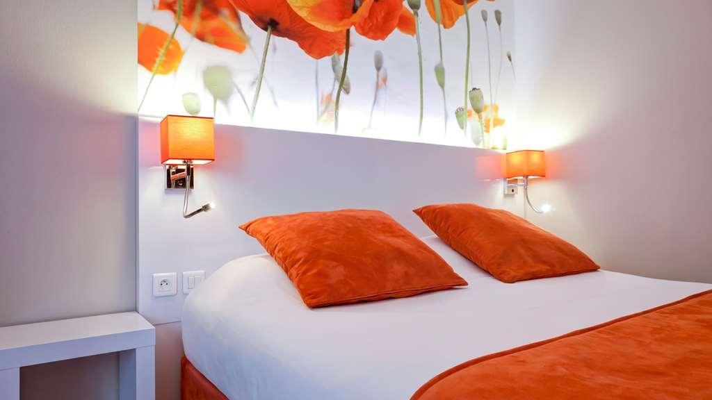 Best Western Crequi Lyon Part Dieu - Comfortable Guest Room with One Queen Bed