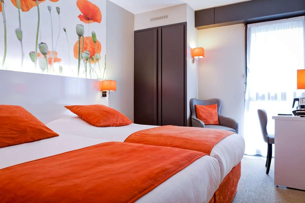 Best Western Crequi Lyon Part Dieu - Comfortable Guest Room with Two Twin Size Beds