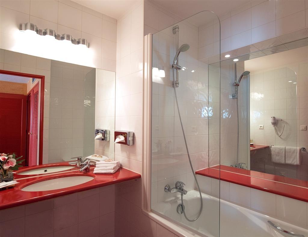 Best Western Marseille Bonneveine Prado - Guest Bathroom