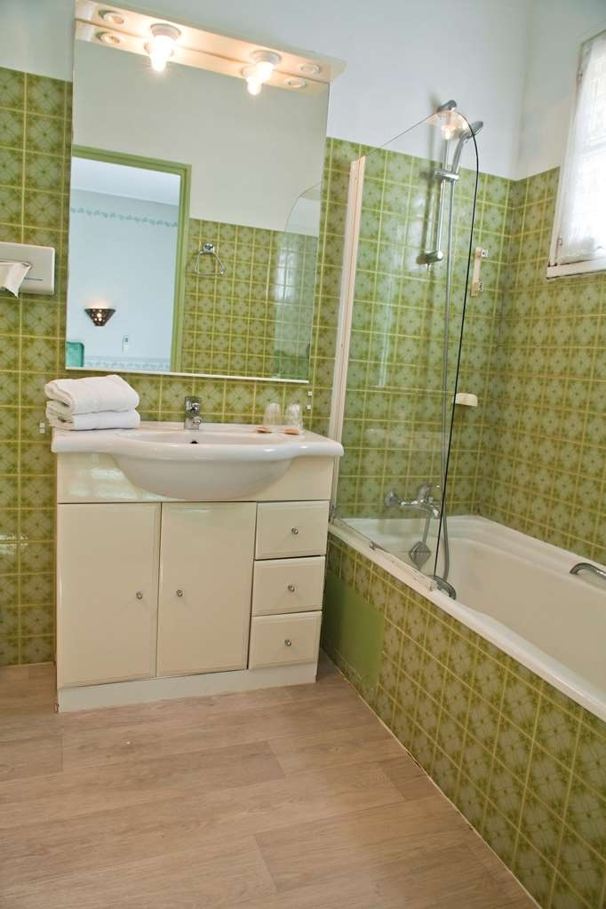 Best Western Le Val Majour - Guest Bathroom