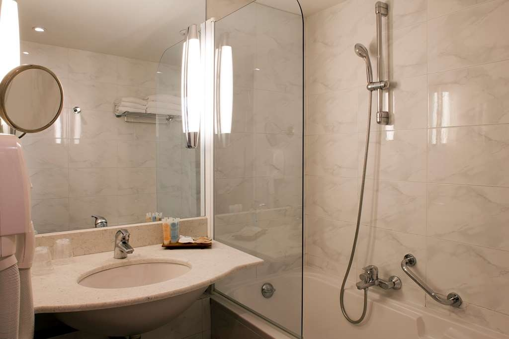 Best Western Alba Hotel - Guest Bathroom