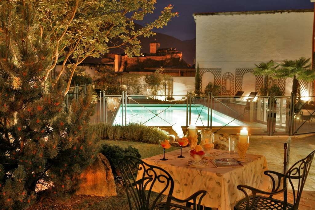 Best Western Beausejour - Night atmosphere on the swimming pool