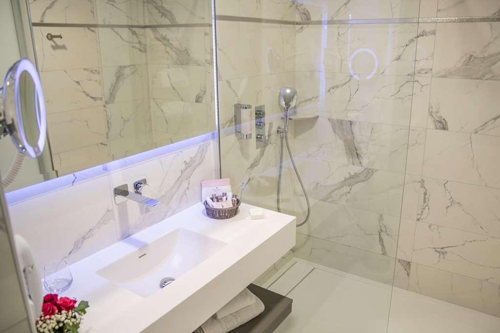Best Western Beausejour - Bathroom Superior Room