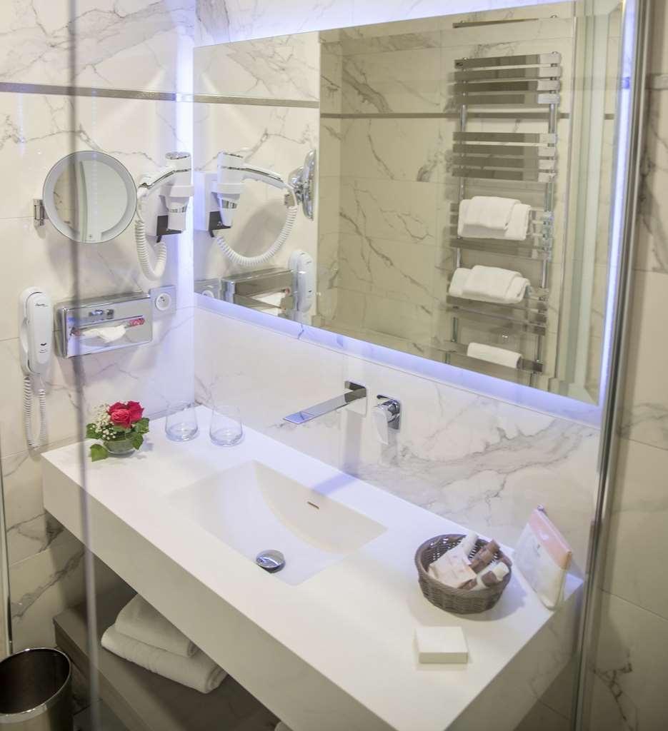 Best Western Beausejour - Bathroom Family Suite