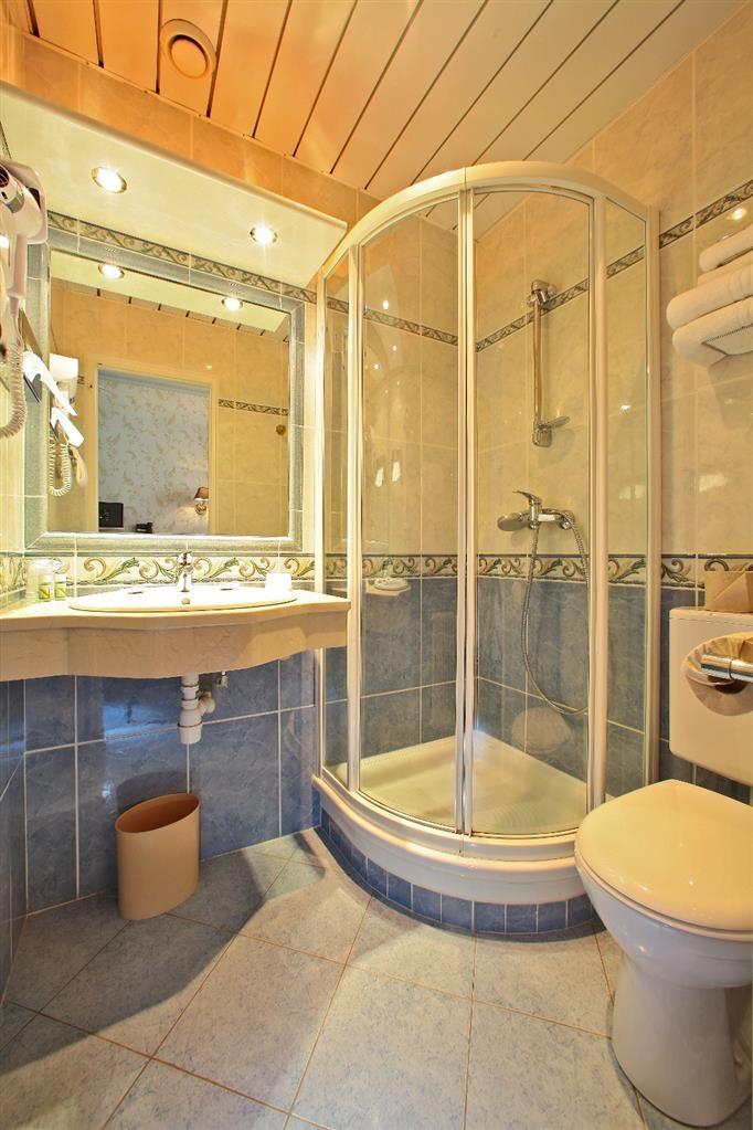 Best Western Beausejour - Guest Bathroom