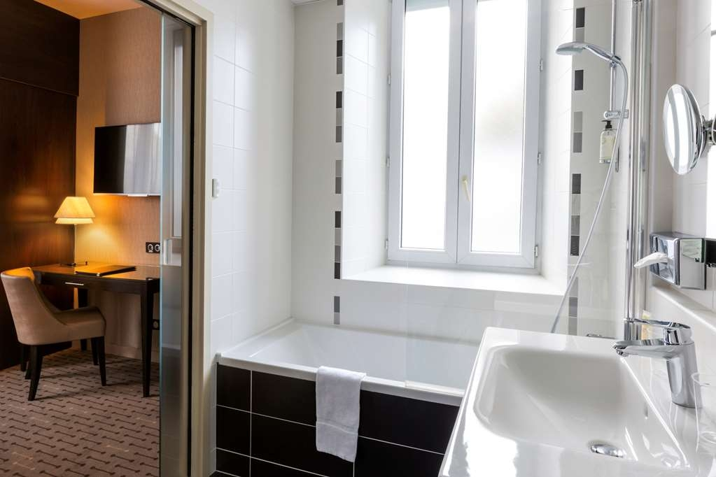 Best Western Plus Richelieu - Standard Guest Bathroom