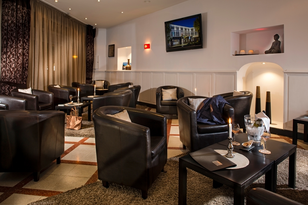Best Western Le Comtadin - Bar / Lounge