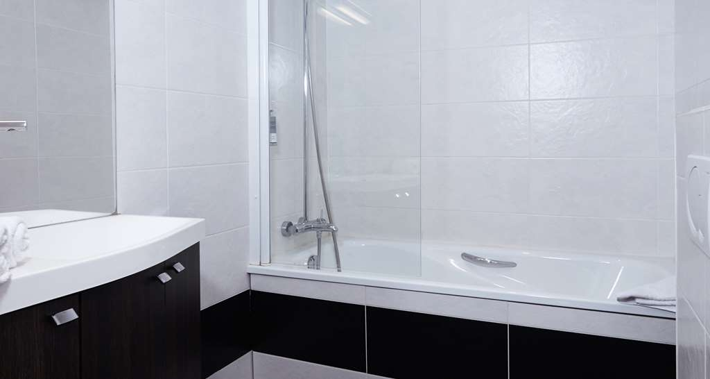 Best Western Le Cheval Blanc - Guest Bathroom - Superior Room