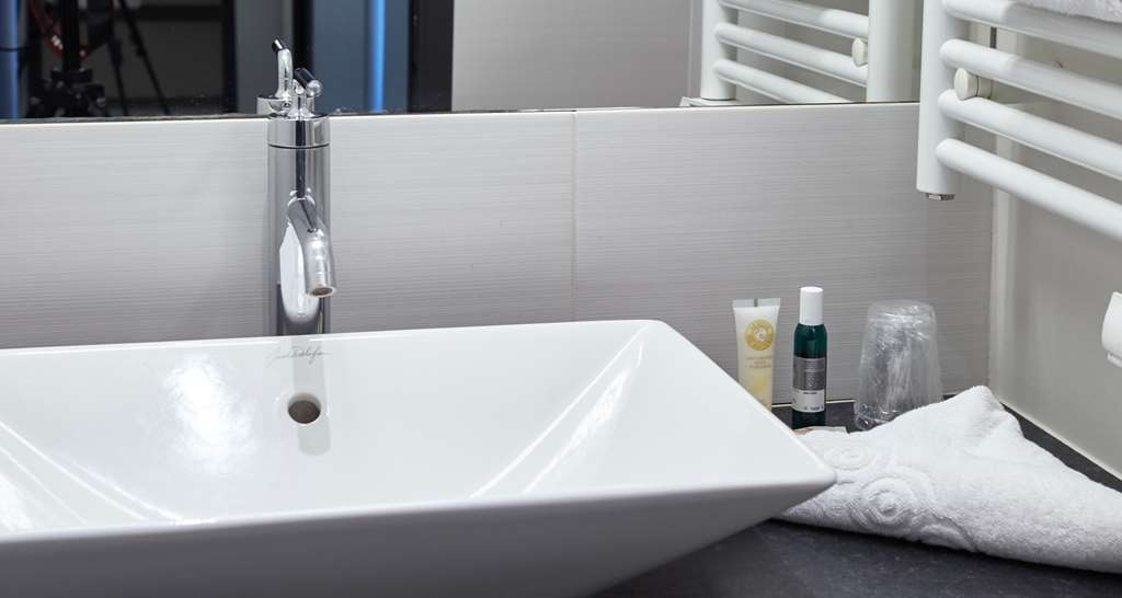 Best Western Le Cheval Blanc - Guest Bathroom - Appartment