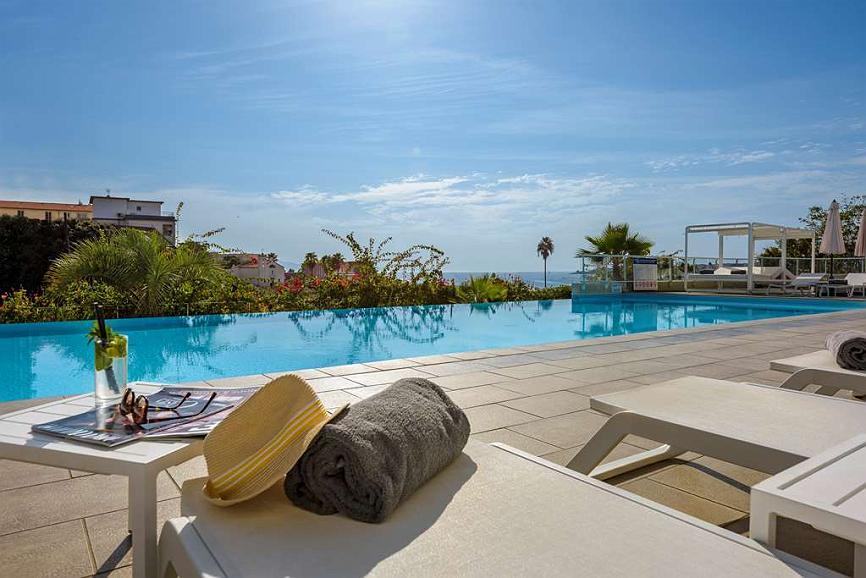 Best Western Plus Ajaccio Amiraute - Swimmingpool (im Freien)