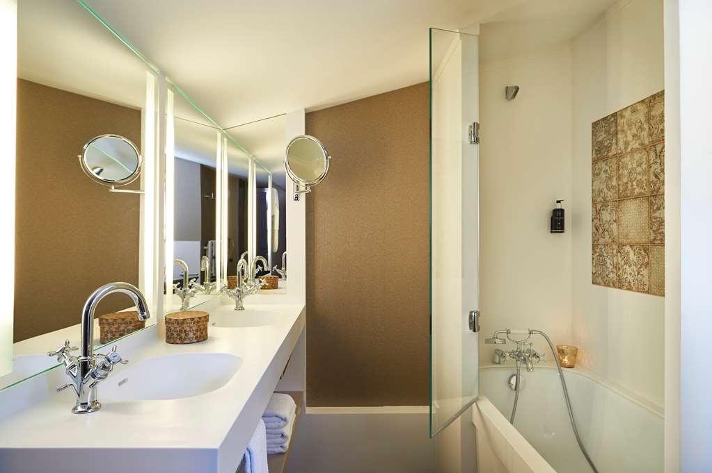 Best Western Premier Hotel Bayonne Etche Ona - Bordeaux - Guest Bathroom