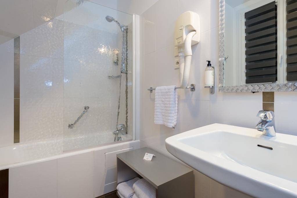 Best Western Le Vinci Loire Valley - Guest Bathroom