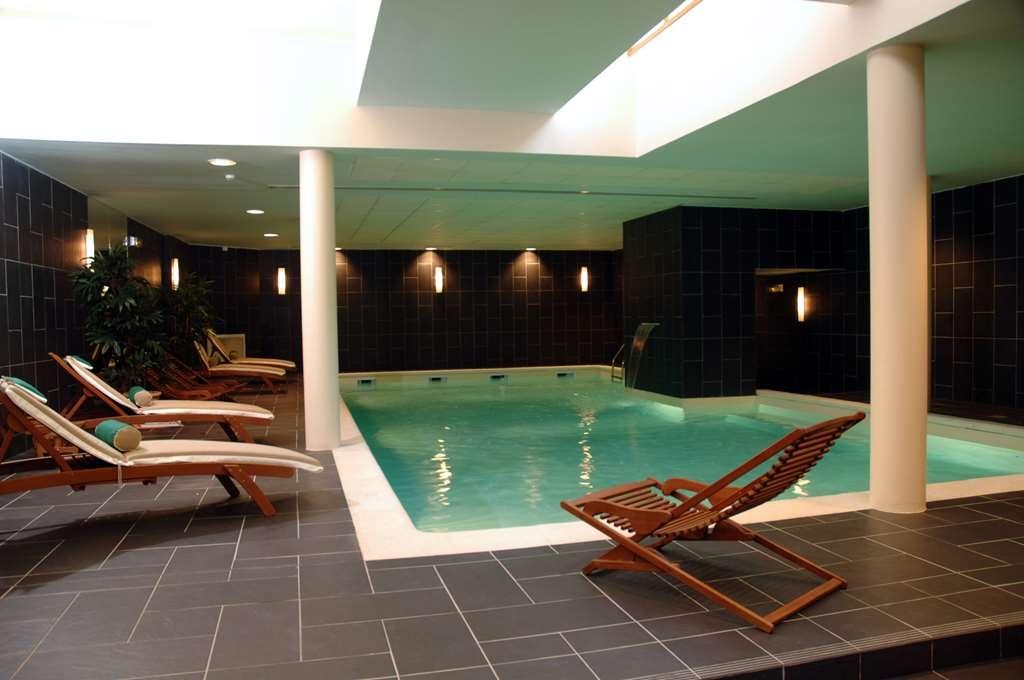 Best Western Amiral Hotel - Poolansicht