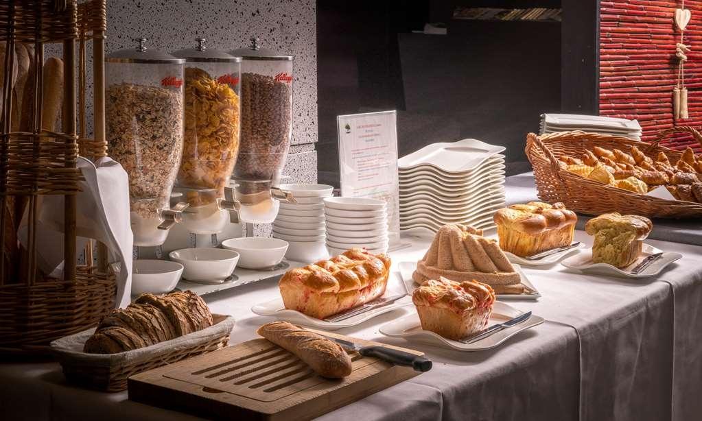 Best Western Plus Hotel Gergovie - Buffet Breakfast