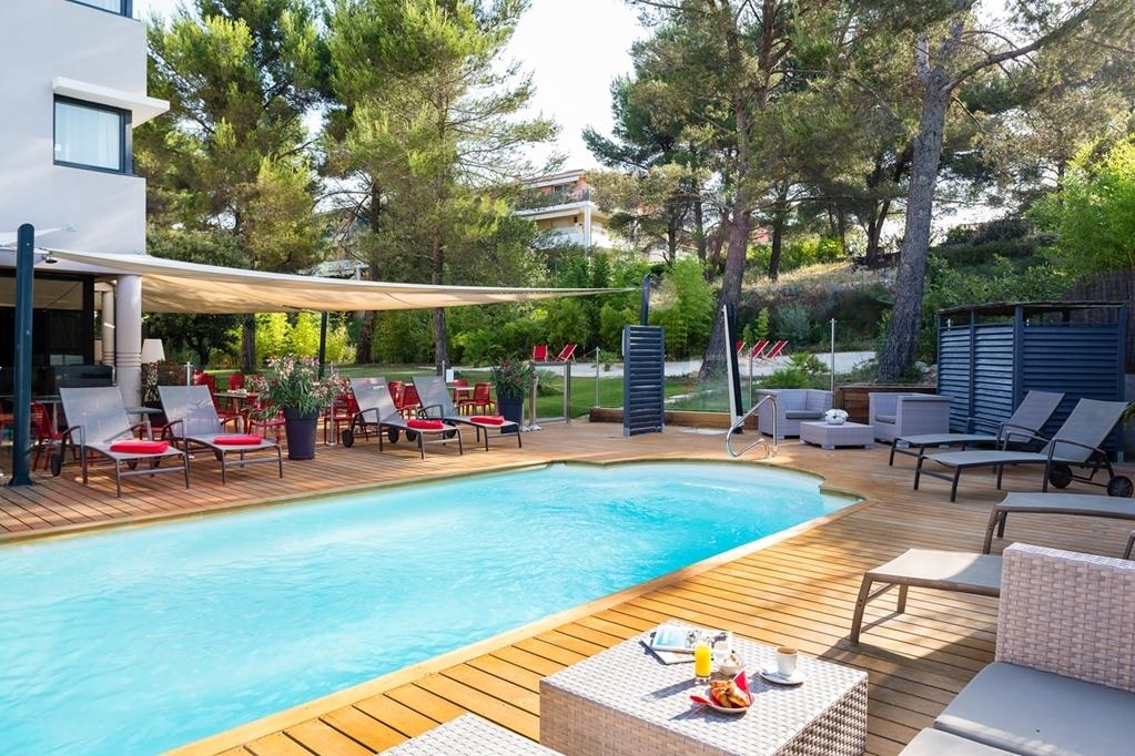 Best Western Plus Hotel de l'Arbois - Vue de la piscine