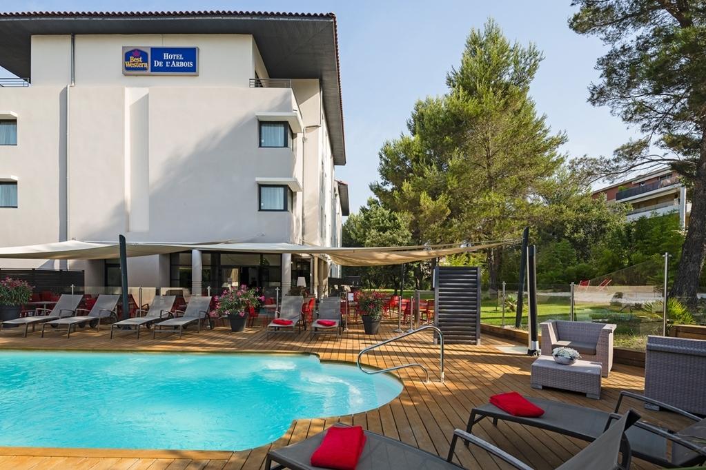 Best Western Plus Hotel de l'Arbois - Poolansicht